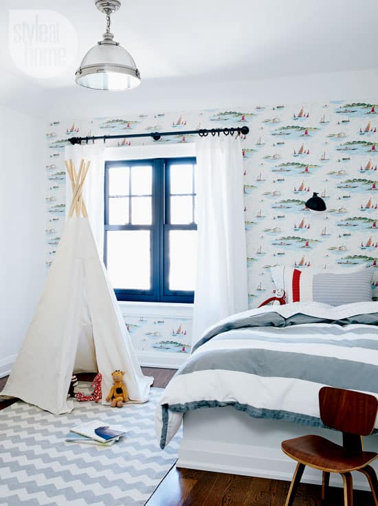 kids-bedroom-sailboat-decor.jpg