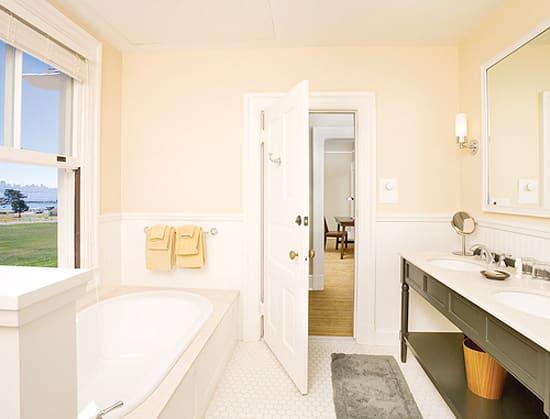 cavallo-historic-bathroom.jpg