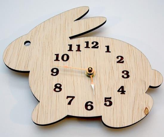 easter-decor-clock-550.jpg