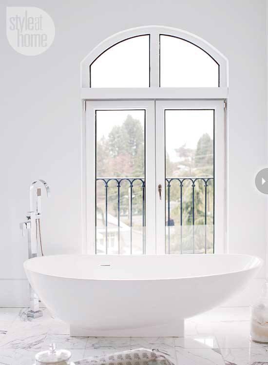 bathroom-luxury-retreat-tub.jpg