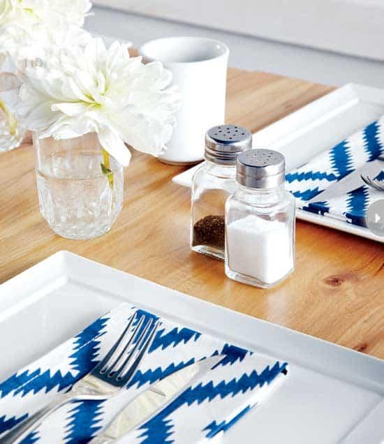 decorating-frankies-diner-table.jpg