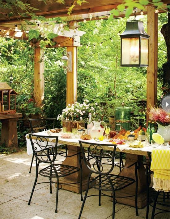outdoor-living-summer-table.jpg