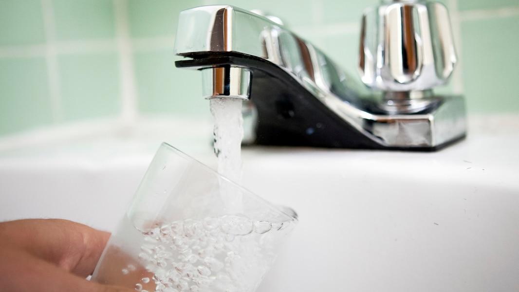 l 39 eau du robinet est elle s curitaire tva nouvelles. Black Bedroom Furniture Sets. Home Design Ideas