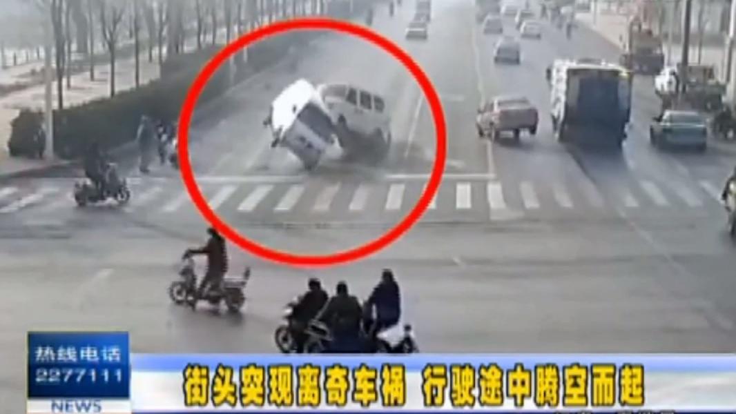 Mystérieux accident de la route en Chine | TVA Nouvelles