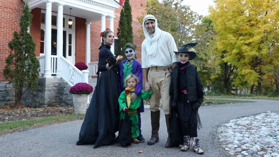 Justin trudeau f te l 39 halloween en famille tva nouvelles - Halloween en famille ...