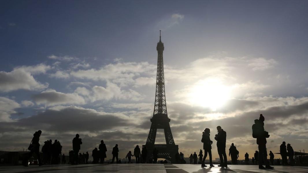 Le projet d 39 une paroi en verre autour de la tour eiffel adopt tva no - Tour de verre marseille ...