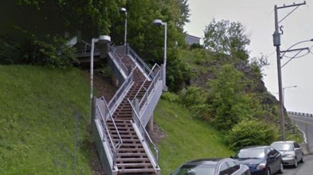 L 39 escalier labadie sera d truit dans le secteur de la for Escalier traverse