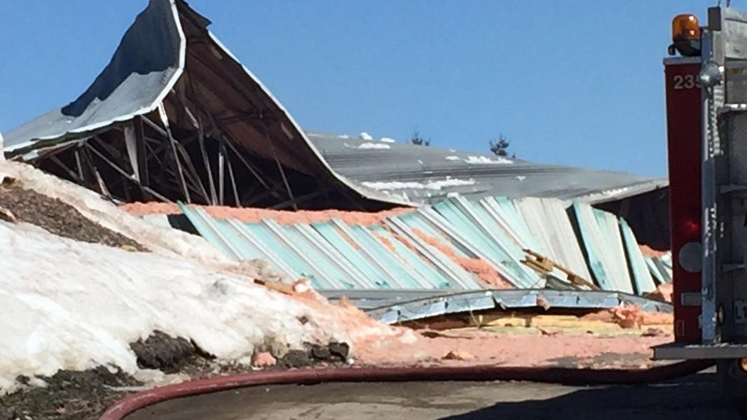 Effondrement et explosion à l'aréna de Cabano - TVA Nouvelles