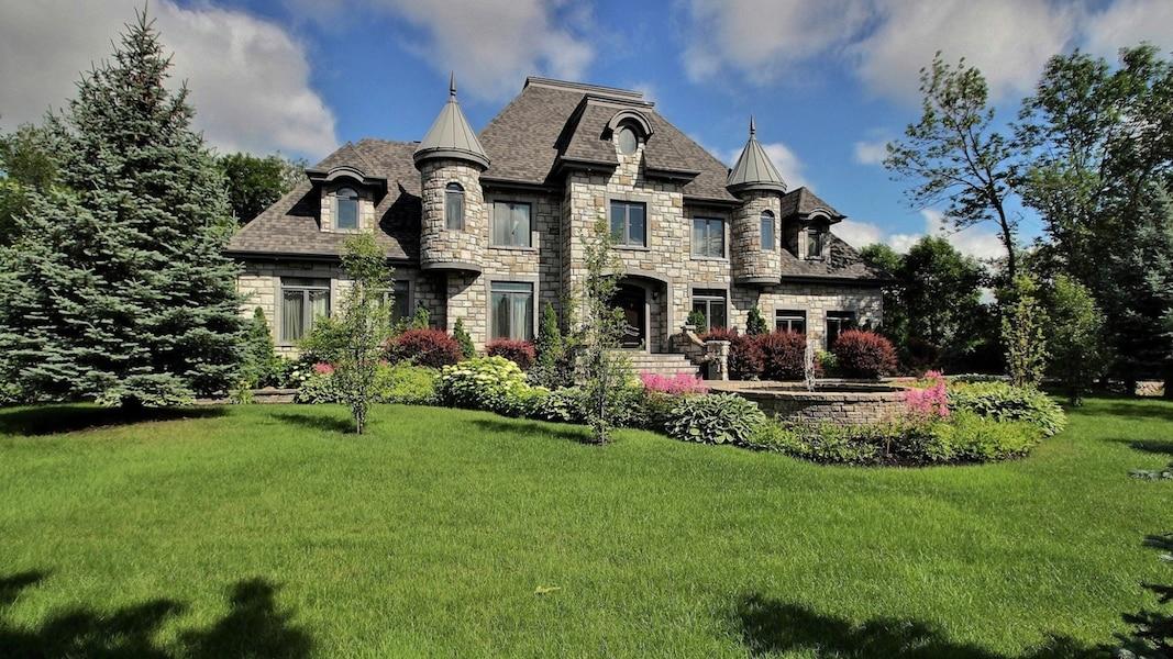 Mario tessier vend son immense maison de boucherville for Www nouvelle maison design com