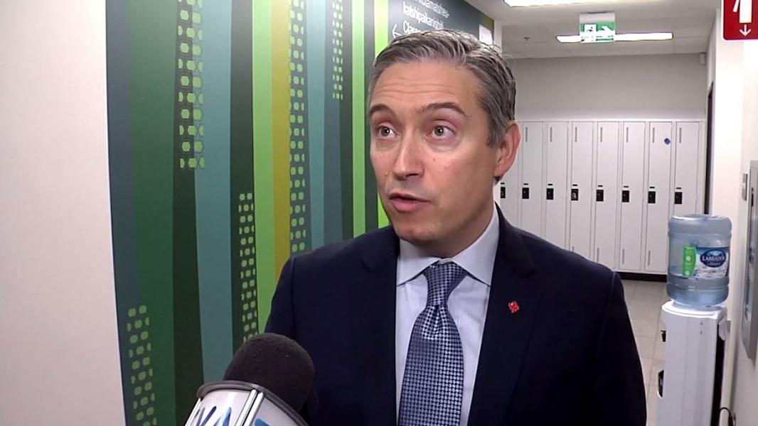 Le ministre Champagne discute à nouveau du prolongement de la 138