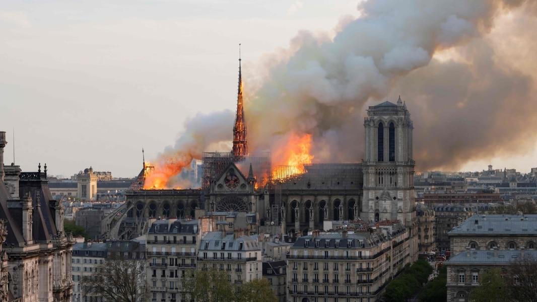Publication d'un texte inédit de Ken Follett sur la cathédrale Notre-Dame, le 13 juin 2019 A7d5c0a6-9793-4dc7-a73b-b47dd39d75c5_16x9_WEB