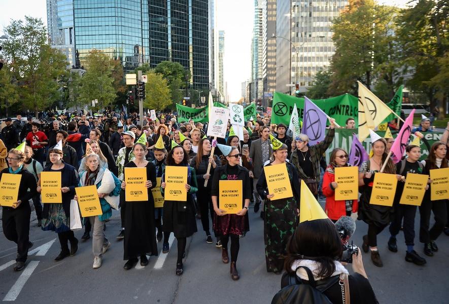 Manifestation du groupe Extinction Rebellion au centre-ville de Montréal, le mardi 8 octobre 2019. MAXIME DELAND/AGENCE QMI