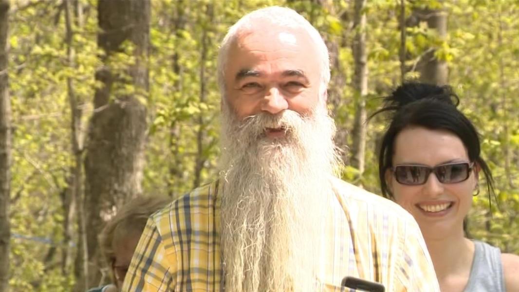 leucan il promet de raser sa barbe pour la premi re fois en 42 ans tva nouvelles. Black Bedroom Furniture Sets. Home Design Ideas