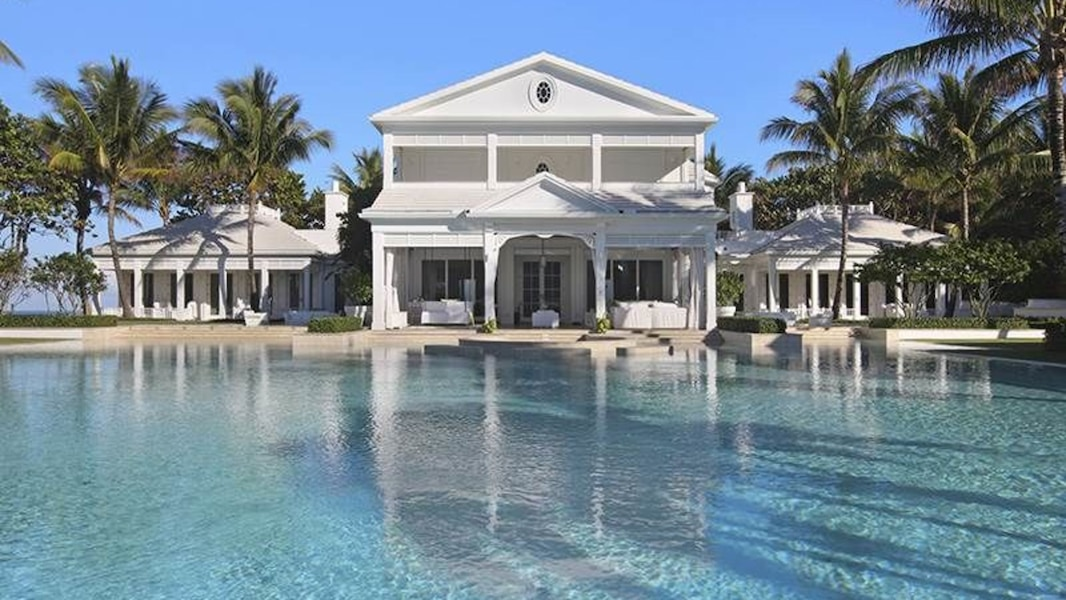 jupiter island c line dion vend sa villa la moiti du prix initial tva nouvelles. Black Bedroom Furniture Sets. Home Design Ideas