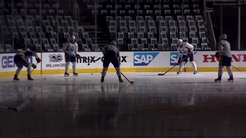Les Oilers s'entraînent dans le noir