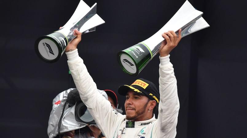 Lewis Hamilton fait coup double