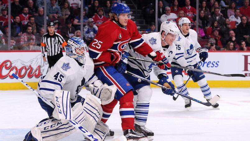 Jacob De La Rose contre les Maple Leafs.