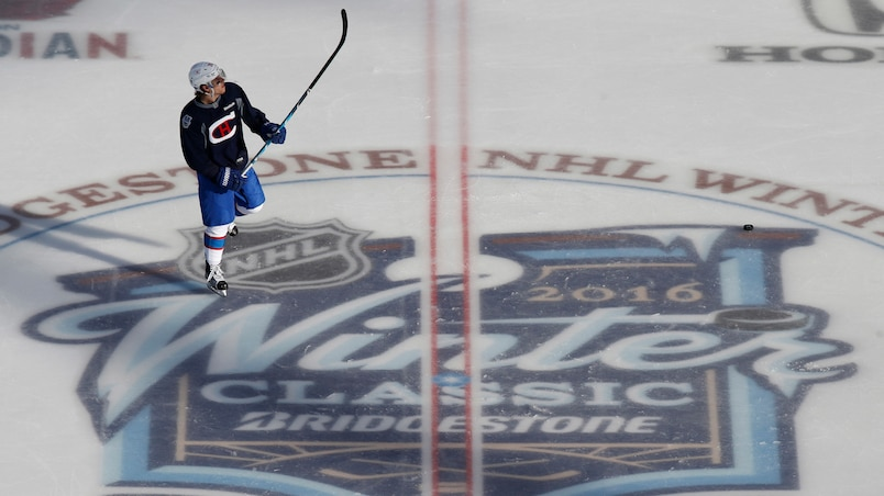 Nathan Beaulieu au centre de la glace.
