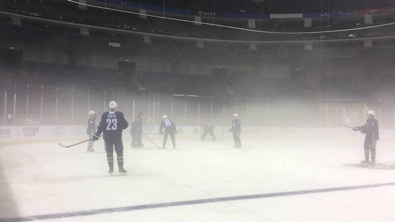 Les Canucks s'entraînent dans la brume à Shanghai
