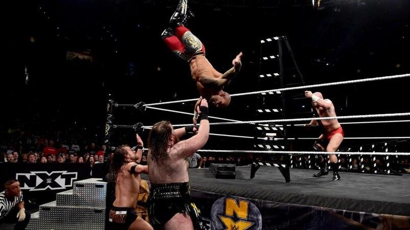 Sur la route de WrestleMania : un match d'échelles à couper le souffle!