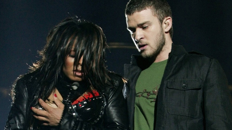 JANET JACKSON COVERS HERSELF ALONGSIDE JUSTIN TIMBERLAKE IN HOUSTON