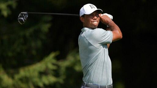 Tiger Woods joue sa meilleure ronde de l'année et partage la tête