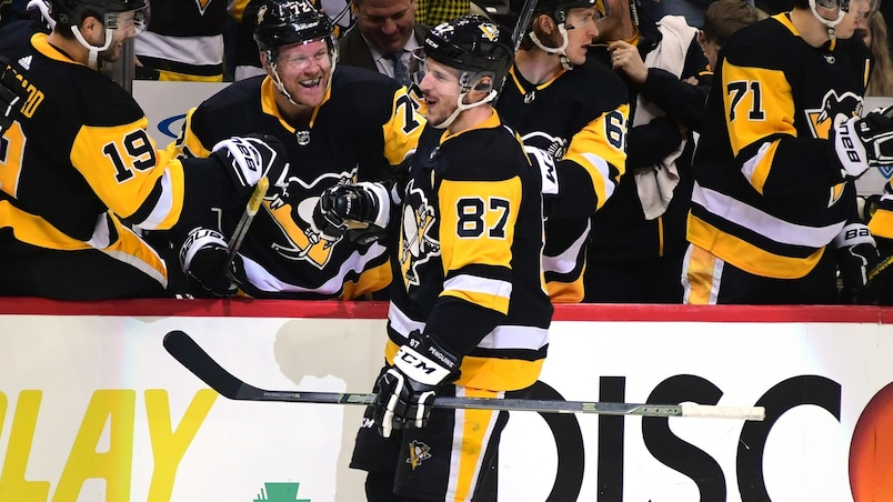 Sidney Crosby marque encore en plein vol!