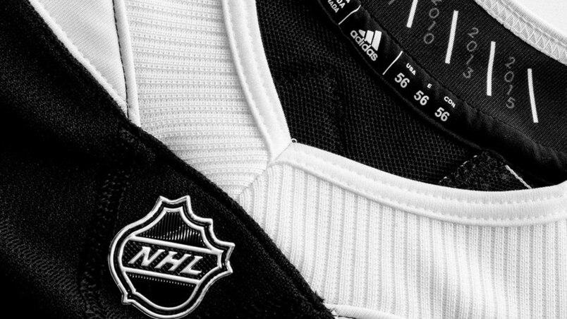 Les Blackhawks opteront pour le noir et blanc