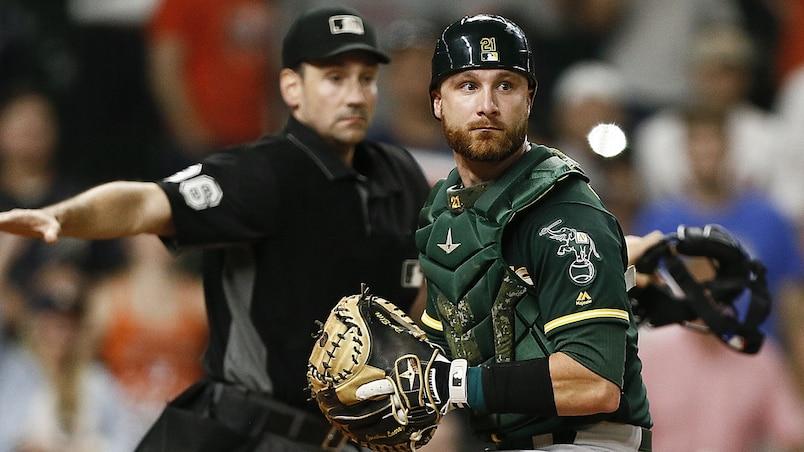 Le receveur des A's offre la victoire aux Astros