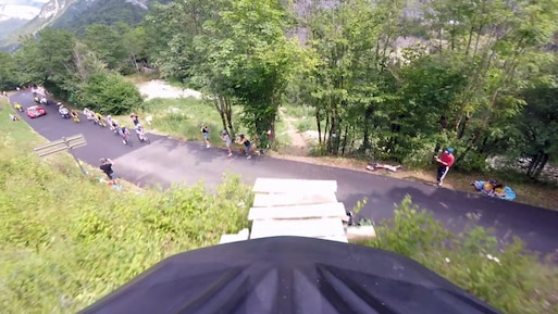 Tour de France: un saut par-dessus le peloton!