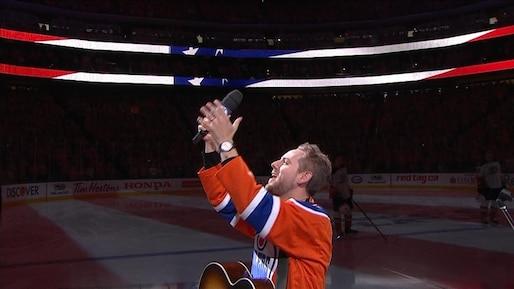 Problèmes techniques: les partisans des Oilers improvisent en chantant l'hymne national