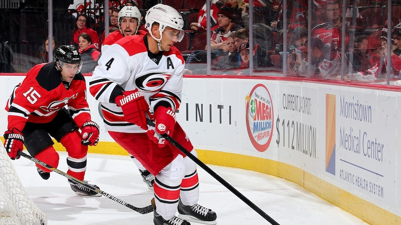Sekera prend la direction de Los Angeles