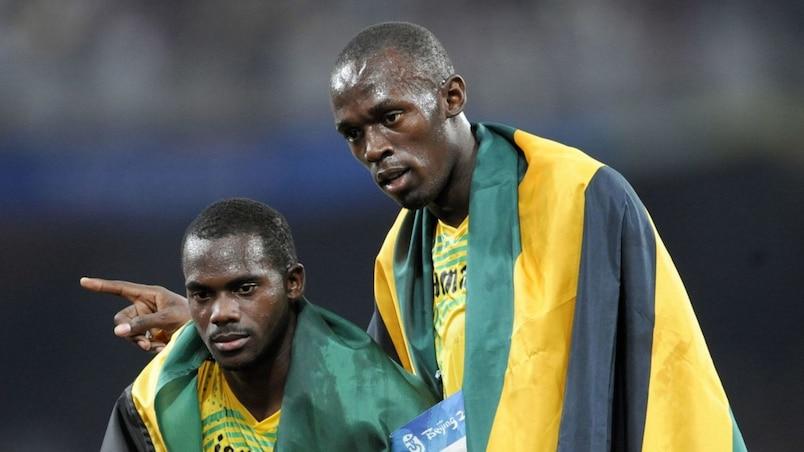 Usain Bolt rend une médaille