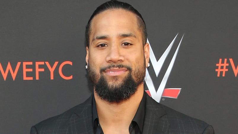 Un lutteur de la WWE défie un policier