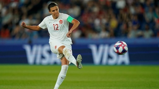 Christine Sinclair à un but du record