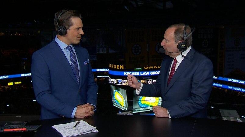 Le commissaire de la LNH, Gary Bettman, s'entretient avec Louis Jean, de TVA Sports.