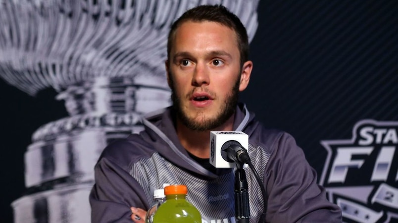 Yzerman louange Toews, qui réplique