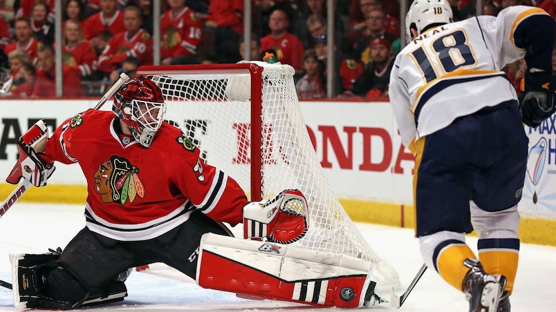 Scott Darling bloque un tir de James Neal.