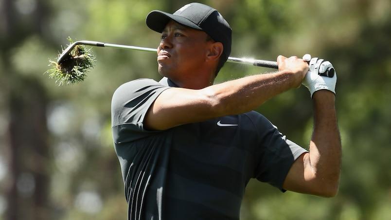 Tiger Woods livre bataille; Jordan Spieth en tête