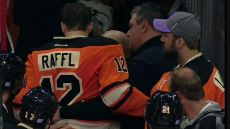 Raffl s'effondre au banc des Flyers