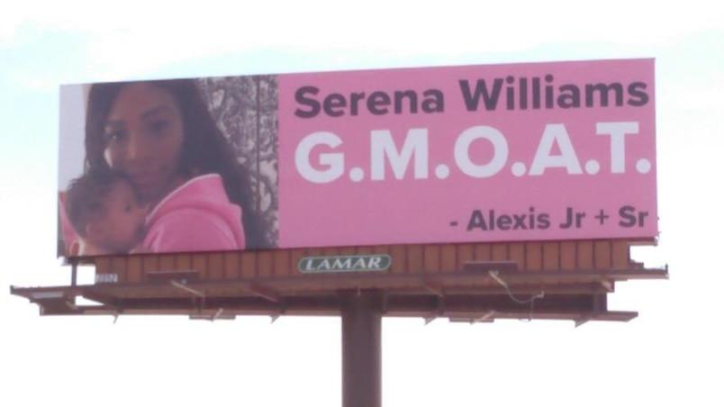 Le mari de Serena lui rend hommage sur des panneaux d'affichage