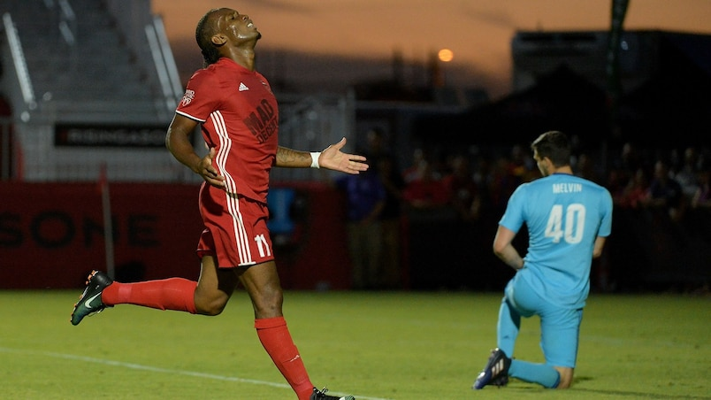 Drogba marque à ses débuts