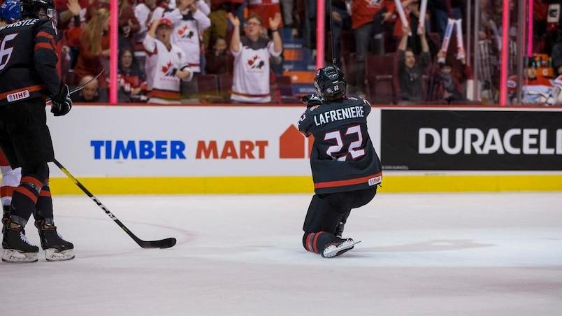 CMHJ: Alexis Lafrenière répond à son entraîneur; le Canada l'emporte face aux Tchèques