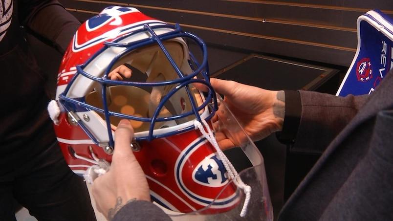 Un collectionneur québécois met la main sur un masque de Patrick Roy