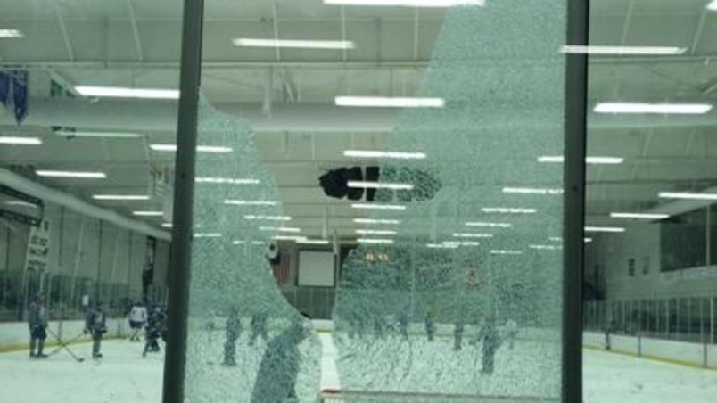 Coburn fracasse la baie vitrée