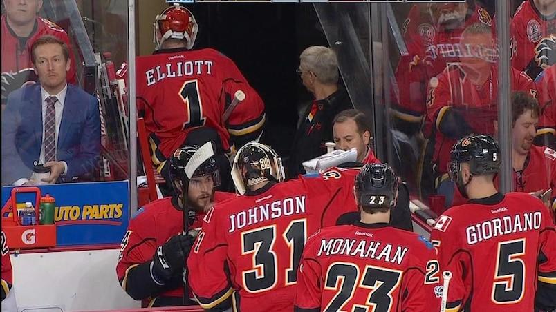 Brian Elliott oublie comment faire son travail pour les Flames
