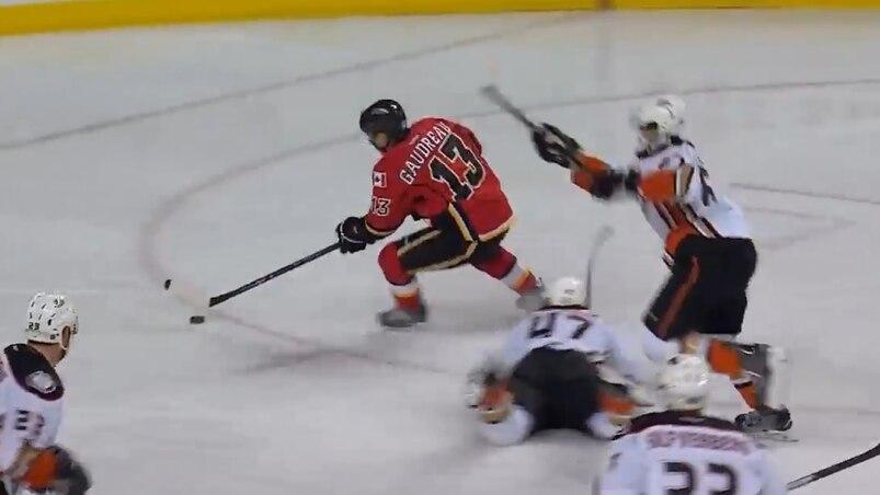 Une autre merveille de Johnny Hockey!