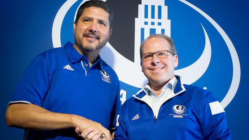 Anthony Calvillo rejoint les Carabins