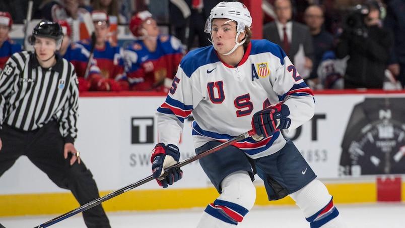 Charlie McAvoy signe un contrat avec les Bruins