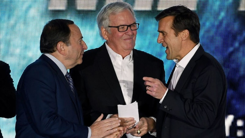 Gary Bettman, Bill Foley et George McPhee
